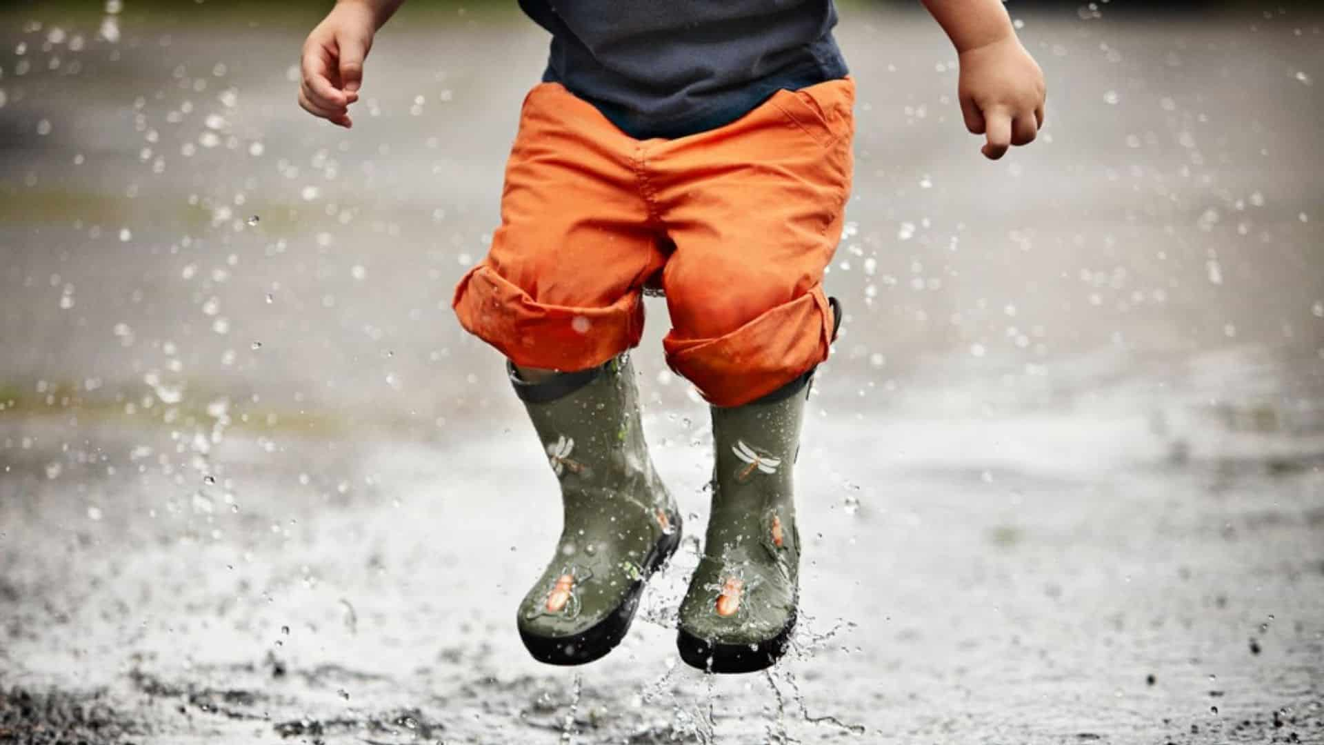 kids are jumping in Puddles