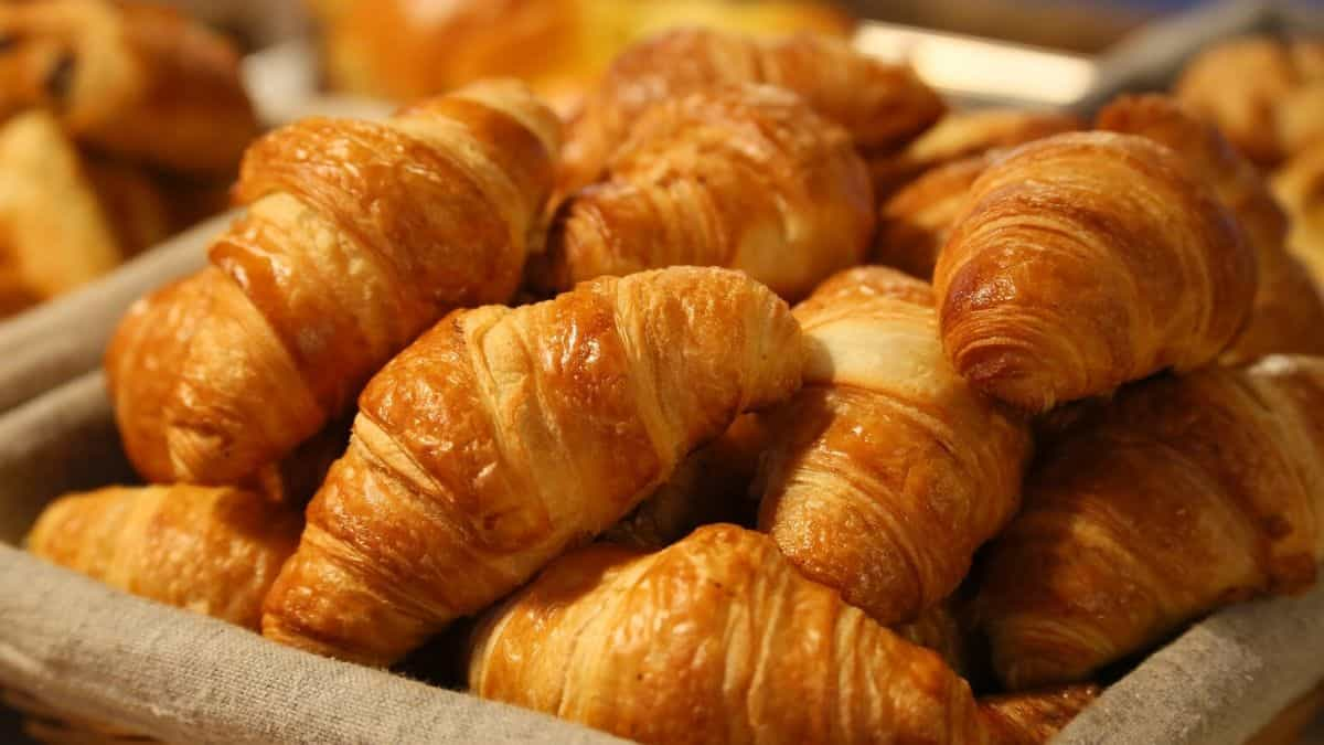 Bed and Breakfast make croissants